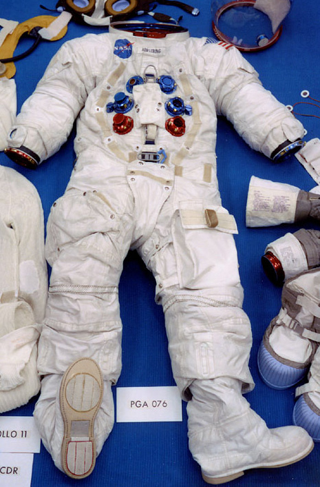 neil armstrong in astronaut uniform - photo #38