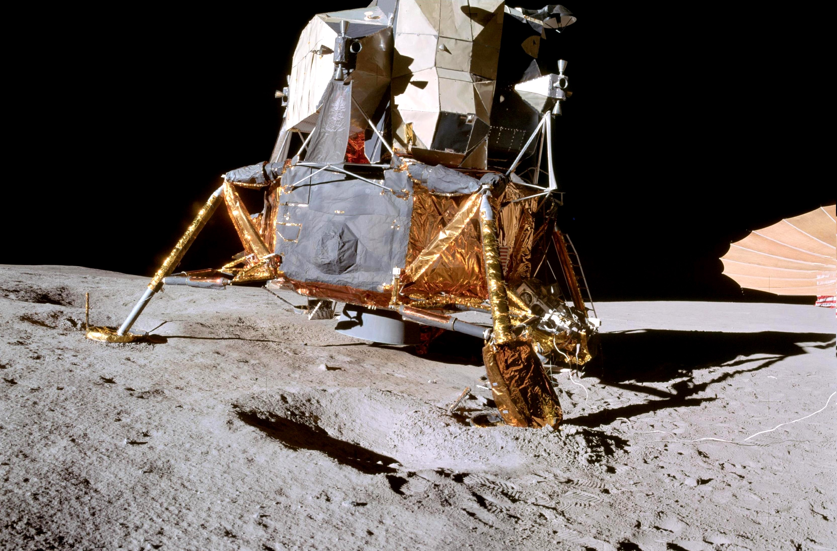 all photos and videos from apollo moon landing - photo #24
